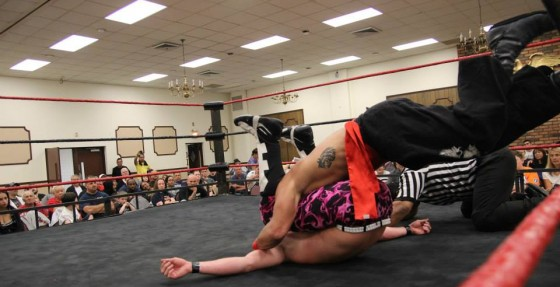With his feet on the ropes, Kai Katana steals the victory.